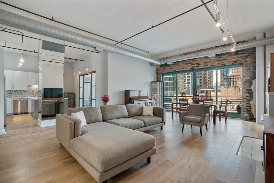 Real Estate Photography - 1020 S Wabash, Chicago, IL, 60605 - Living Room