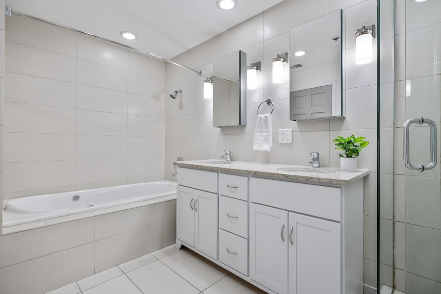 Real Estate Photography - 1020 S Wabash, Chicago, IL, 60605 - Master Bathroom