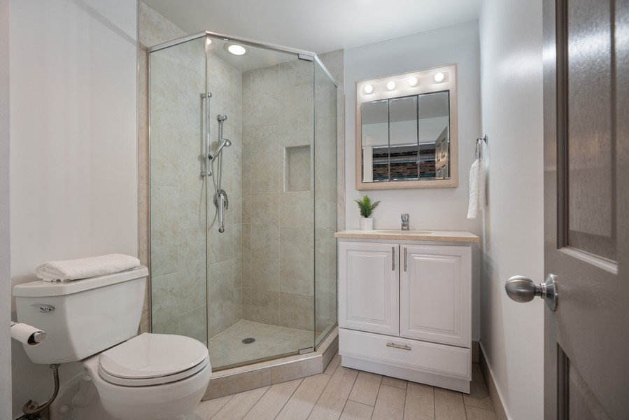Real Estate Photography - 1020 S Wabash, Chicago, IL, 60605 - Bathroom