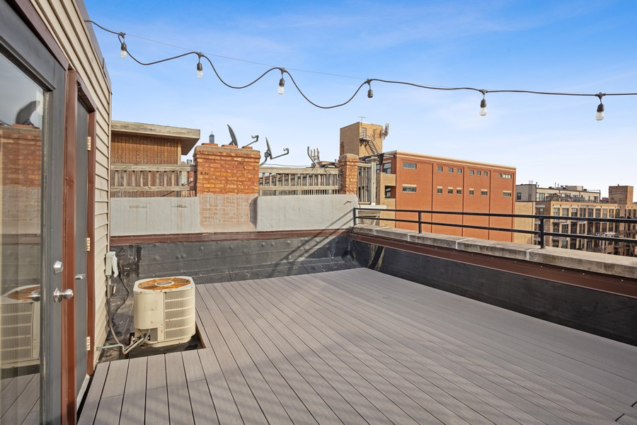 Real Estate Photography - 1344 W Madison, Unit 404, Chicago, IL, 60607 -