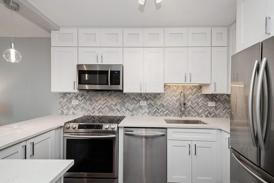 Real Estate Photography - 1560 N Sandburg Terr #709, Chicago, IL, 60610 - Kitchen