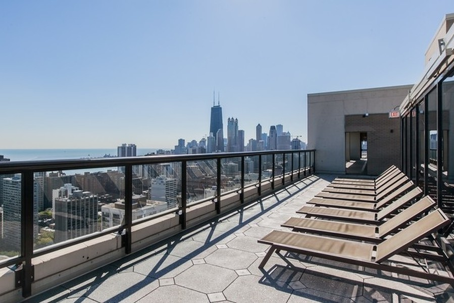 Real Estate Photography - 1560 N Sandburg Terr #709, Chicago, IL, 60610 -
