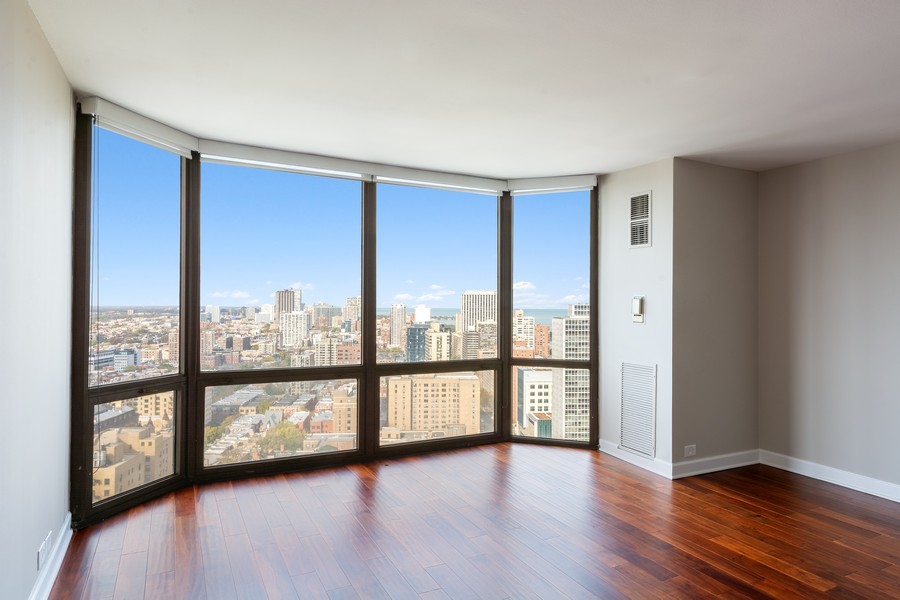Real Estate Photography - 2650 N Lakeview Ave., Apt 3105, Chicago, IL, 60614 - Living Room