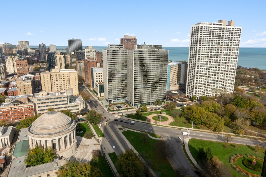 Real Estate Photography - 2650 N Lakeview Ave., Apt 3105, Chicago, IL, 60614 - View