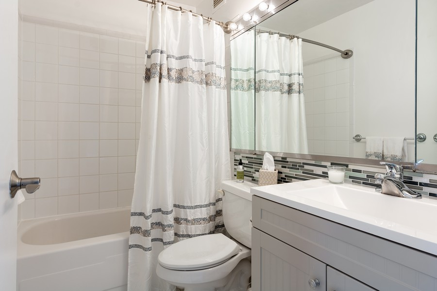Real Estate Photography - 2650 N Lakeview Ave., Apt 3105, Chicago, IL, 60614 - Bathroom