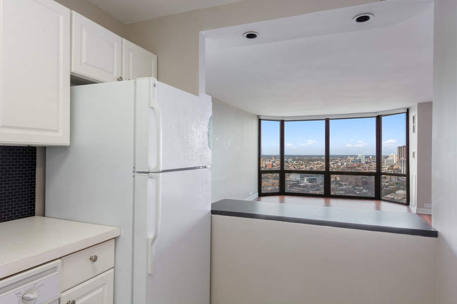 Real Estate Photography - 2650 N Lakeview Ave., Apt 3105, Chicago, IL, 60614 - Kitchen/Living