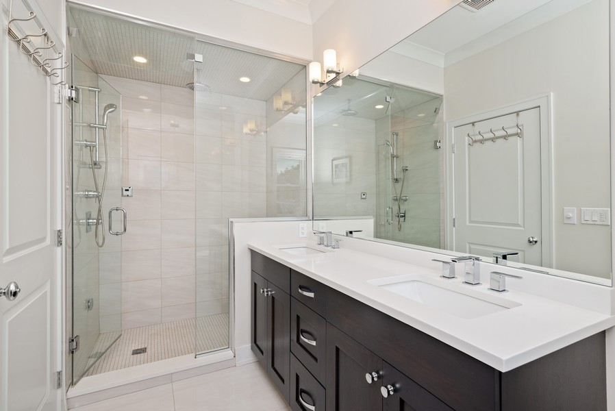 Real Estate Photography - 3645 N Damen Ave #3, Chicago, IL, 60618 - Master Bathroom