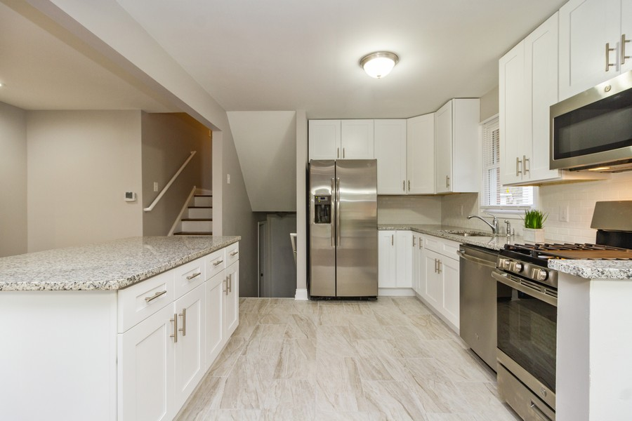 Real Estate Photography - 1400 E. 146th St., Dolton, IL, 60419 - Kitchen