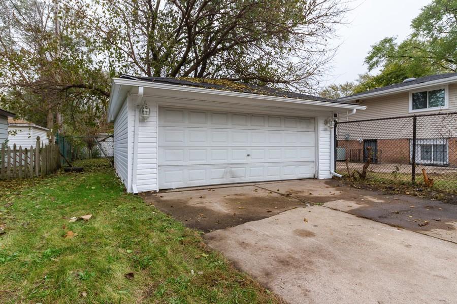 Real Estate Photography - 1400 E. 146th St., Dolton, IL, 60419 - Garage