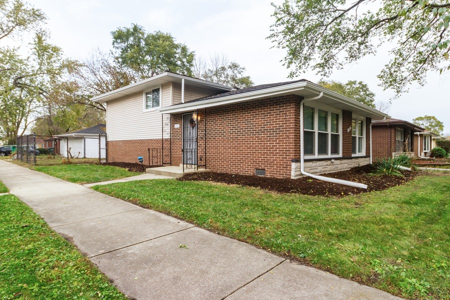 Real Estate Photography - 1400 E. 146th St., Dolton, IL, 60419 - Front View