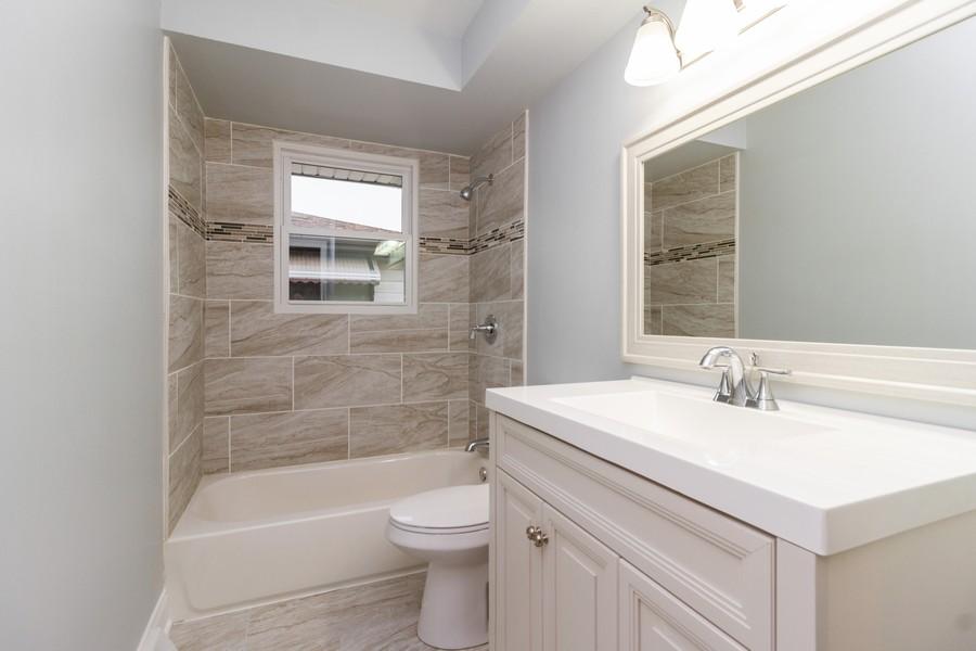 Real Estate Photography - 1400 E. 146th St., Dolton, IL, 60419 - Bathroom