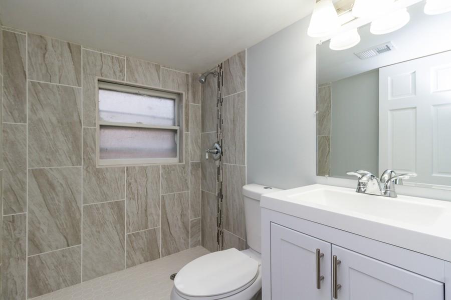 Real Estate Photography - 1400 E. 146th St., Dolton, IL, 60419 - 2nd Bathroom