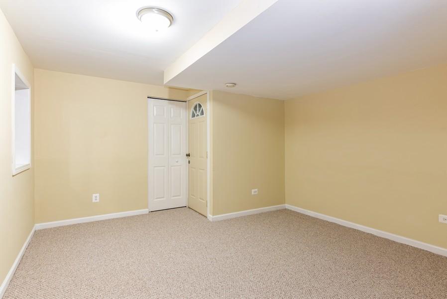 Real Estate Photography - 2100 Brandywyn Ln, Buffalo Grove, IL, 60089 - 4th Bedroom