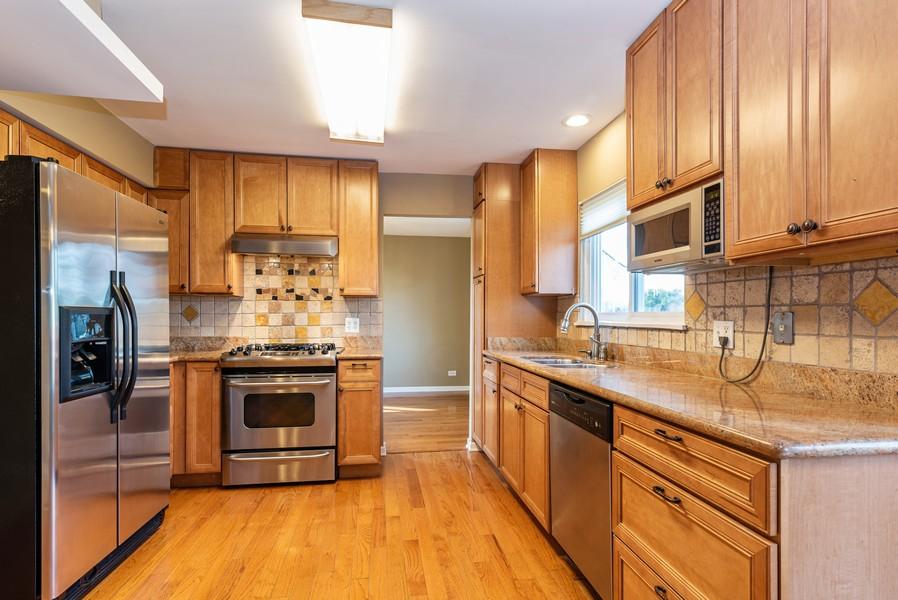 Real Estate Photography - 2100 Brandywyn Ln, Buffalo Grove, IL, 60089 - Kitchen