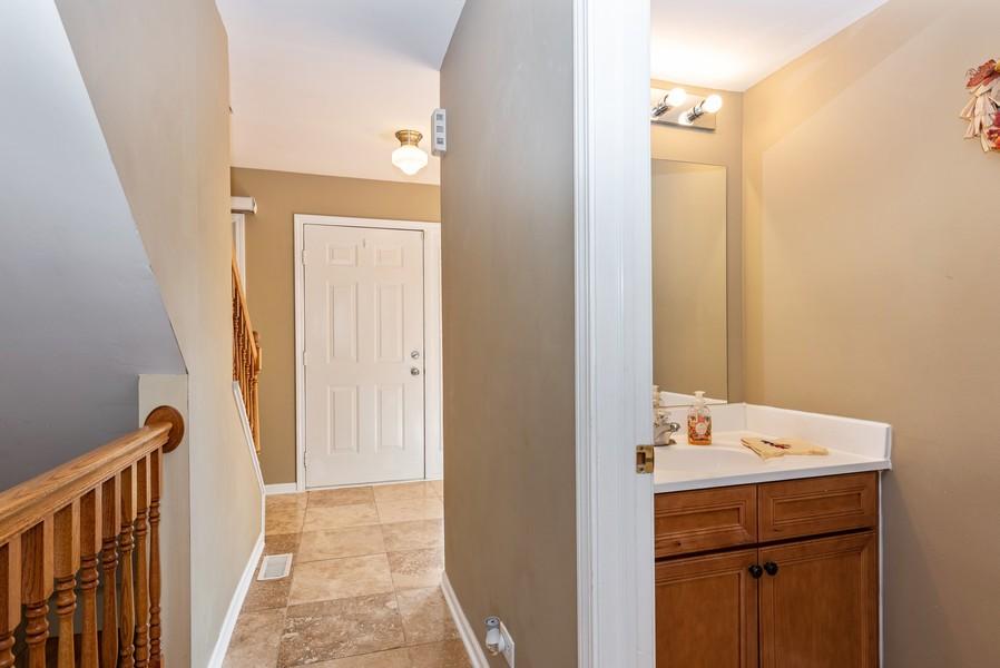 Real Estate Photography - 2100 Brandywyn Ln, Buffalo Grove, IL, 60089 - Hallway