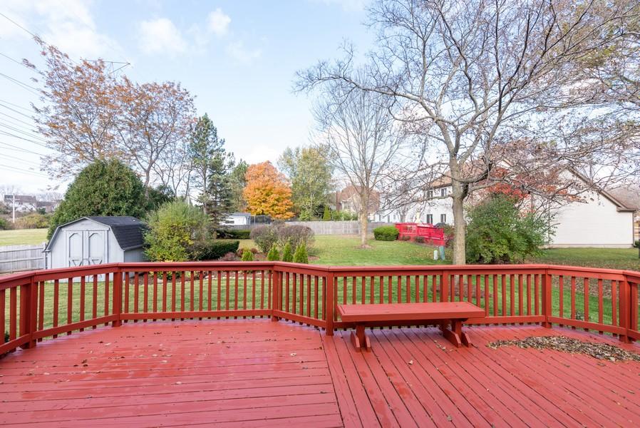 Real Estate Photography - 2100 Brandywyn Ln, Buffalo Grove, IL, 60089 - Deck
