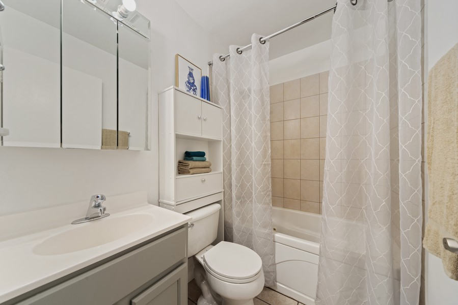 Real Estate Photography - 1725 W. Touhy, #1, chicago, IL, 60626 - Master Bath