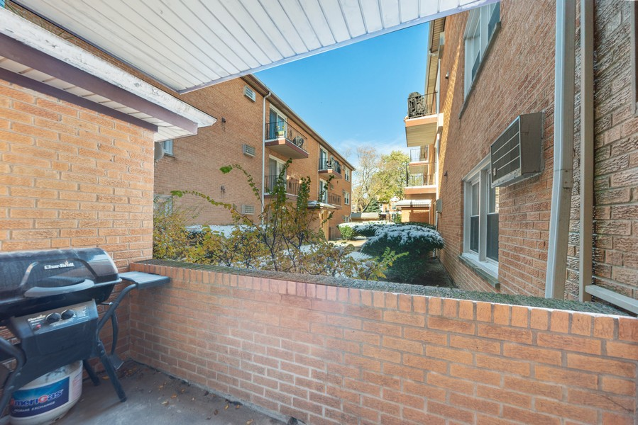 Real Estate Photography - 1725 W. Touhy, #1, chicago, IL, 60626 - Patio
