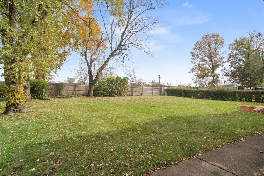 Real Estate Photography - 2174 Adams St, Rolling Meadows, IL, 60008 - Yard