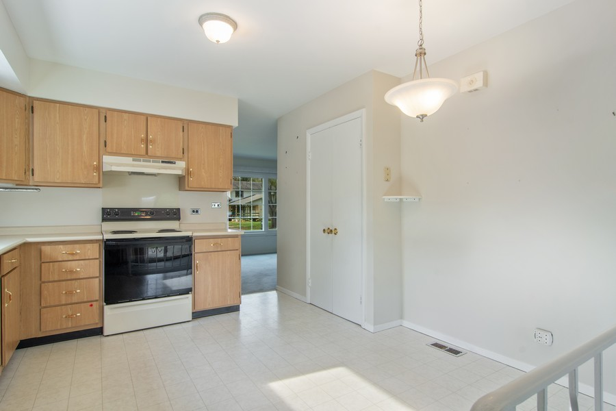Real Estate Photography - 2174 Adams St, Rolling Meadows, IL, 60008 - Kitchen / Breakfast Room