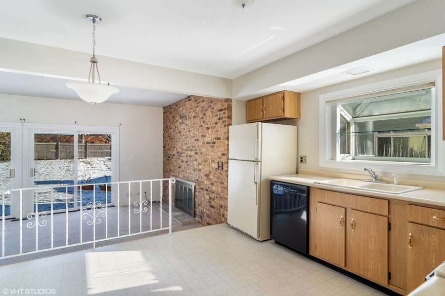 Real Estate Photography - 2174 Adams St, Rolling Meadows, IL, 60008 - Kitchen