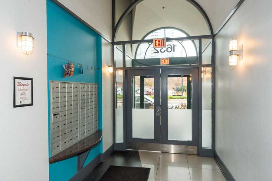 Real Estate Photography - 1632 S. Indiana Avenue, #505, Chicago, IL, 60616 - Lobby