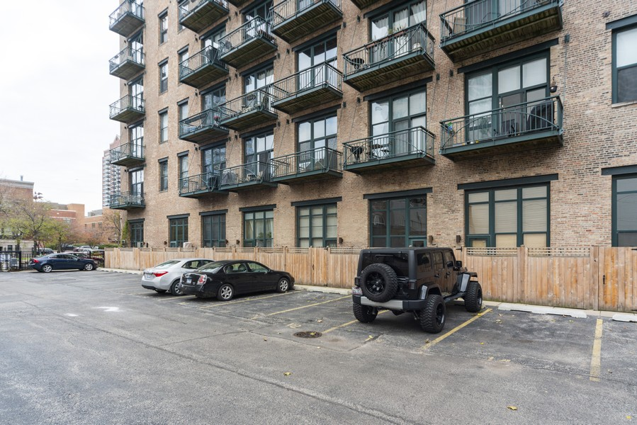 Real Estate Photography - 1632 S. Indiana Avenue, #505, Chicago, IL, 60616 - Parking Area