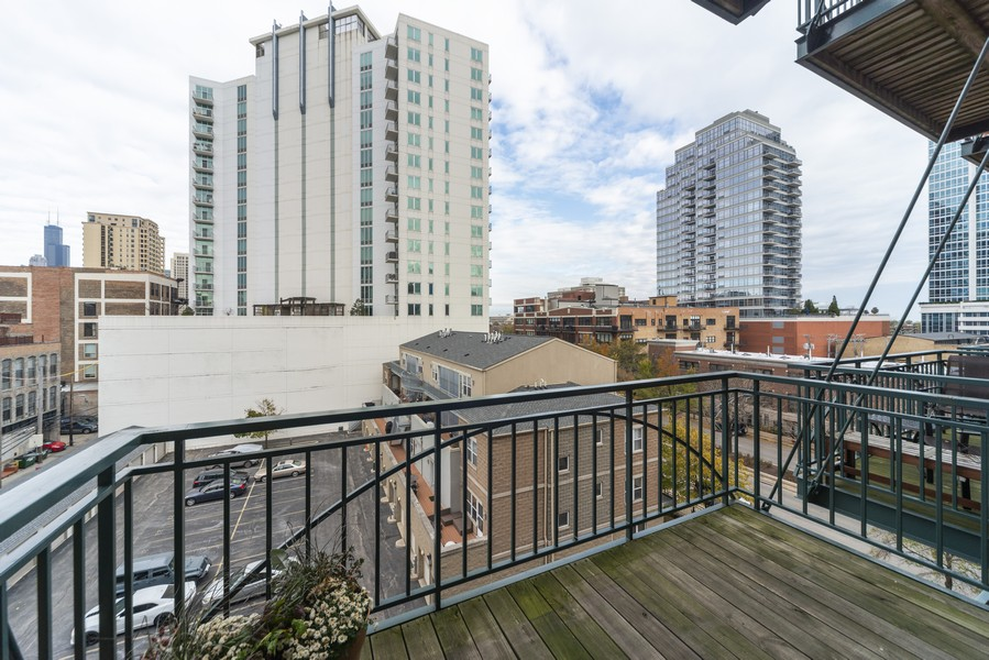 Real Estate Photography - 1632 S. Indiana Avenue, #505, Chicago, IL, 60616 - Deck