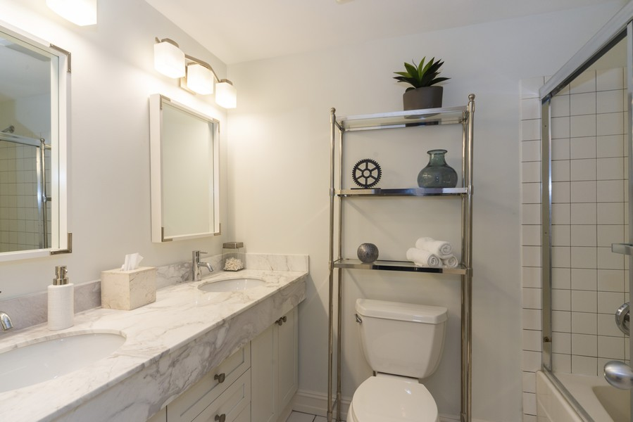 Real Estate Photography - 1632 S. Indiana Avenue, #505, Chicago, IL, 60616 - Bathroom