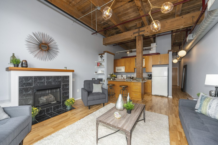 Real Estate Photography - 1632 S. Indiana Avenue, #505, Chicago, IL, 60616 - Kitchen / Living Room