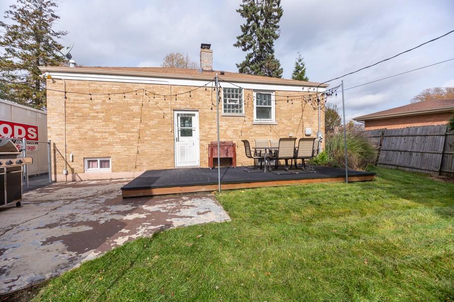 Real Estate Photography - 2137 Laura Lane, Des Plaines, IL, 60018 - Back Yard