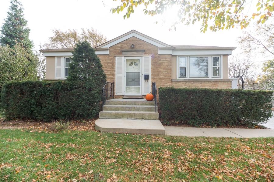 Real Estate Photography - 2137 Laura Lane, Des Plaines, IL, 60018 - Front View
