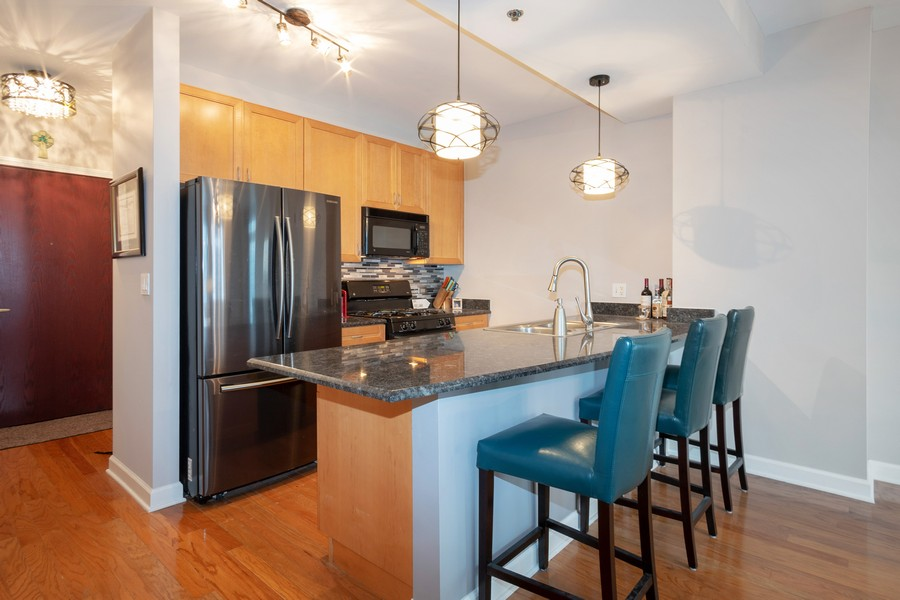 Real Estate Photography - 1250 S. Michigan Ave #1900, Chicago, IL, 60605 - Kitchen