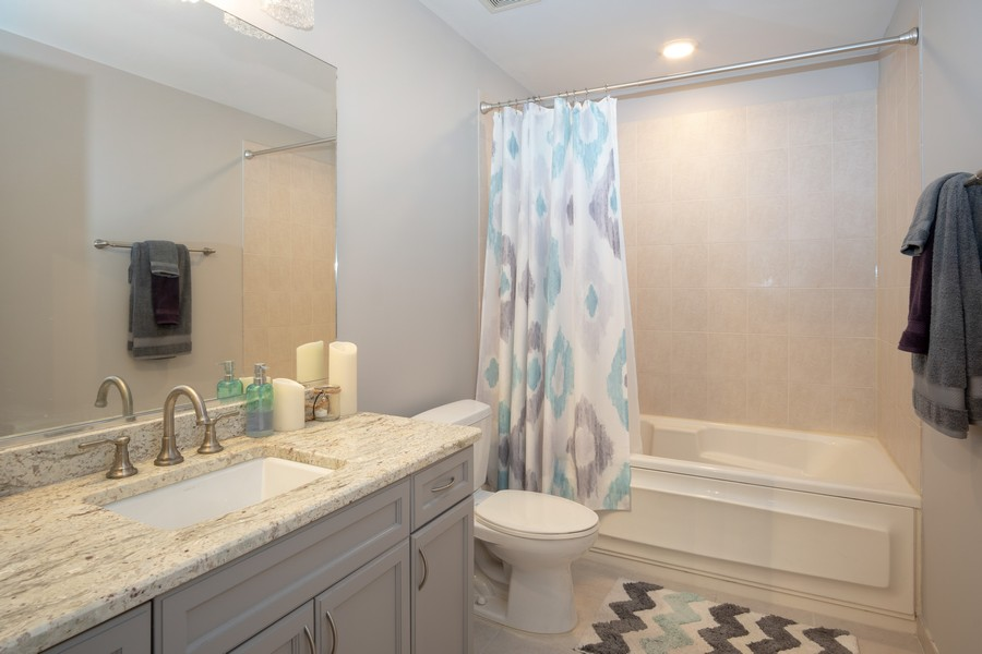 Real Estate Photography - 1250 S. Michigan Ave #1900, Chicago, IL, 60605 - Bathroom