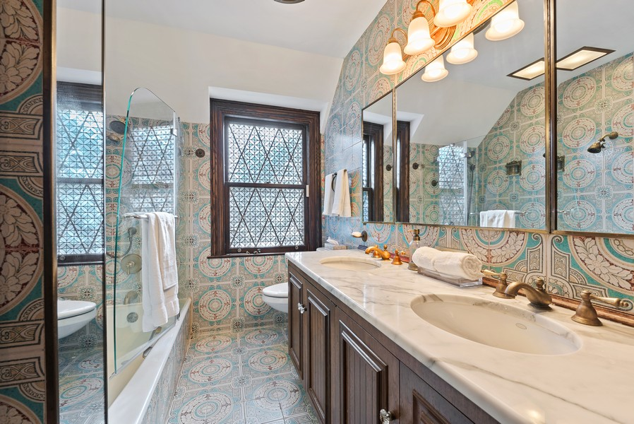 Real Estate Photography - 124 Dell Place, Glencoe, IL, 60022 - Master Bathroom