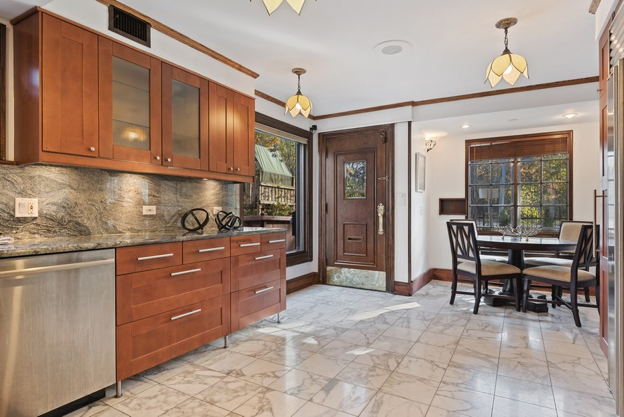 Real Estate Photography - 124 Dell Place, Glencoe, IL, 60022 - Eat-in Kitchen