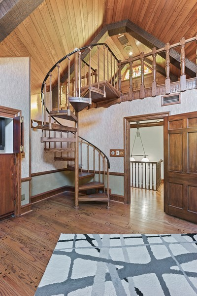 Real Estate Photography - 124 Dell Place, Glencoe, IL, 60022 - Family Room Loft
