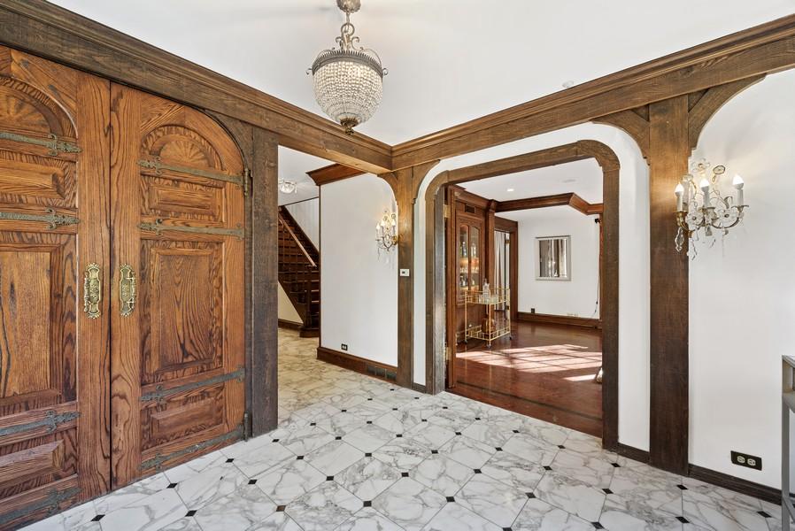 Real Estate Photography - 124 Dell Place, Glencoe, IL, 60022 - Foyer