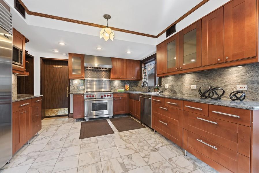 Real Estate Photography - 124 Dell Place, Glencoe, IL, 60022 - Kitchen