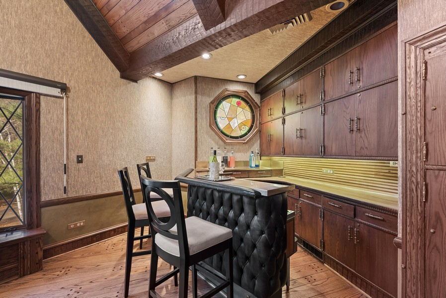 Real Estate Photography - 124 Dell Place, Glencoe, IL, 60022 - Wet Bar