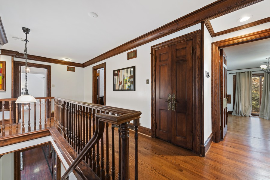 Real Estate Photography - 124 Dell Place, Glencoe, IL, 60022 - 2nd floor landing