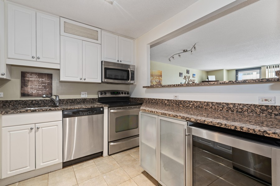 Real Estate Photography - 10 E Ontario, #1009, Chicago, IL, 60611 - Kitchen