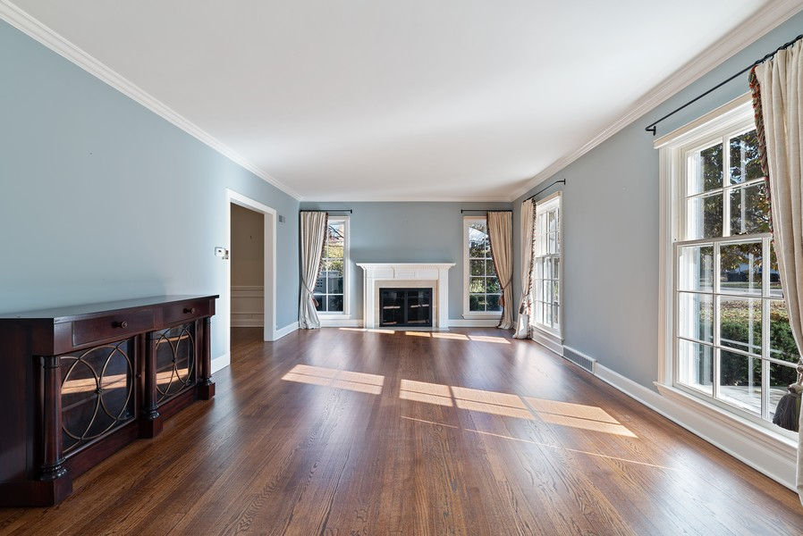 Real Estate Photography - 454 S Banbury Rd, Arlington Heights, IL, 60005 - Living Room