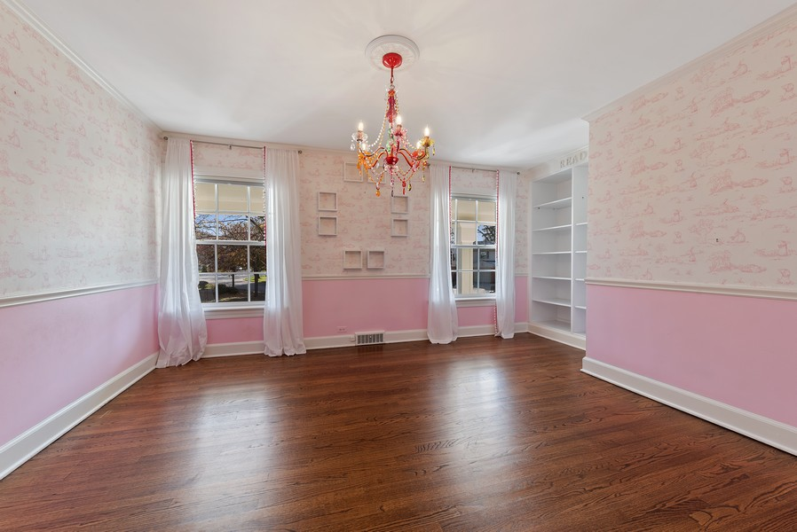 Real Estate Photography - 454 S Banbury Rd, Arlington Heights, IL, 60005 - 2nd Bedroom