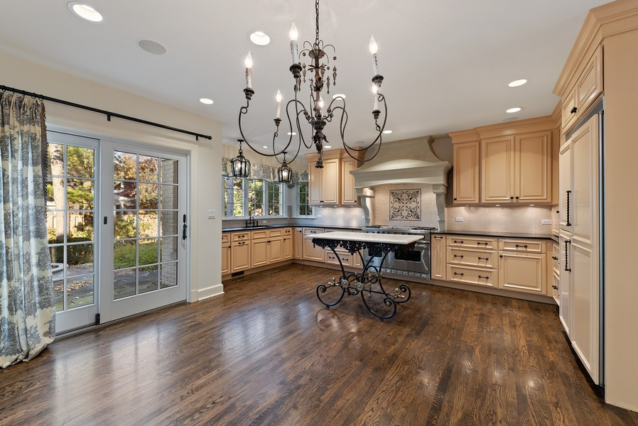 Real Estate Photography - 454 S Banbury Rd, Arlington Heights, IL, 60005 - Kitchen / Breakfast Room