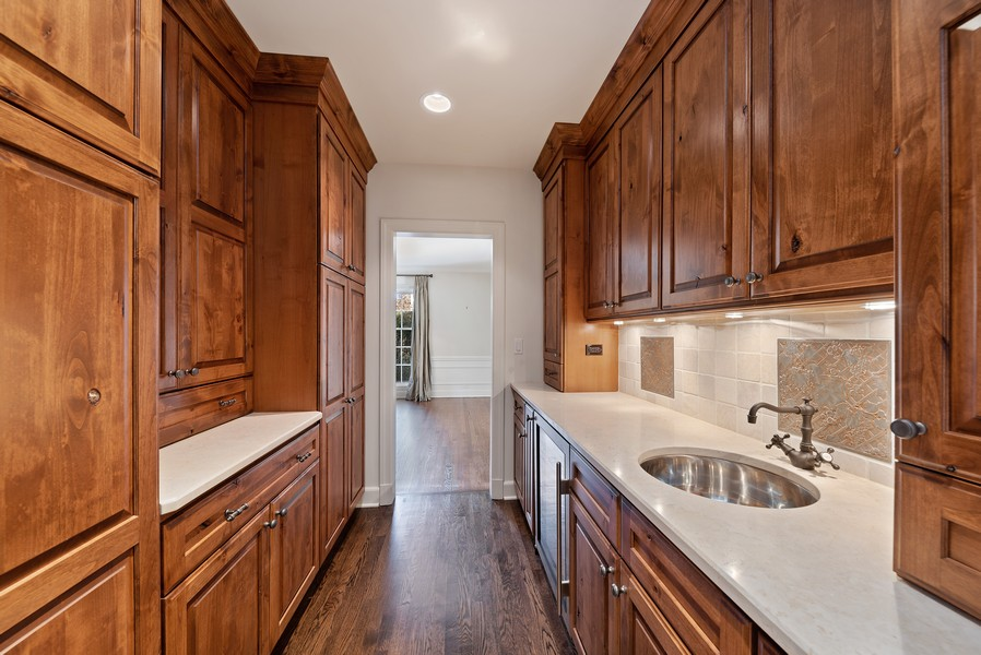 Real Estate Photography - 454 S Banbury Rd, Arlington Heights, IL, 60005 - Butler's pantry