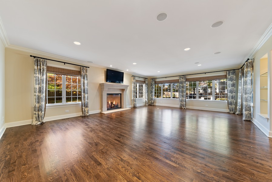 Real Estate Photography - 454 S Banbury Rd, Arlington Heights, IL, 60005 - Family Room