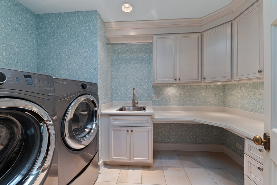Real Estate Photography - 454 S Banbury Rd, Arlington Heights, IL, 60005 - Laundry Room