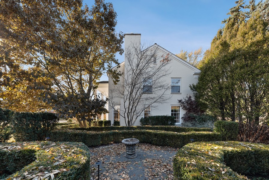 Real Estate Photography - 454 S Banbury Rd, Arlington Heights, IL, 60005 - Side View