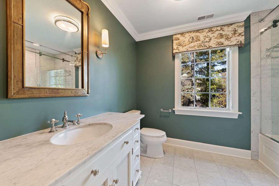 Real Estate Photography - 454 S Banbury Rd, Arlington Heights, IL, 60005 - 2nd Bathroom